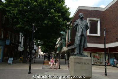 worcester elgar statue high street uk statues british architecture architectural buildings worcestershire england english angleterre inghilterra inglaterra united kingdom