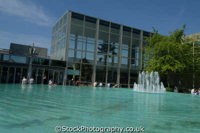 milton keynes fountain pool queens court midlands england english uk buckinghamshire bucks angleterre inghilterra inglaterra united kingdom british