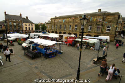 alnwick market square north east england northeast english uk northumberland northumbrian angleterre inghilterra inglaterra united kingdom british