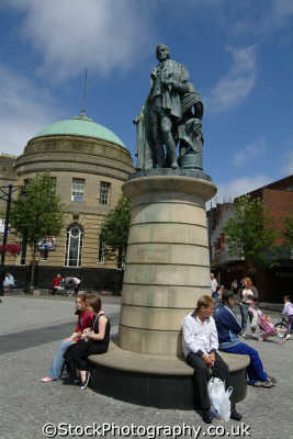 kilmarnock statue robert burns town centre uk statues british architecture architectural buildings ayrshire scotland scottish scotch scots escocia schottland great britain united kingdom