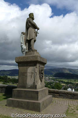 stirling statue robert bruce outside castle overlooking stirlingshire wallace monument uk statues british architecture architectural buildings scotland scottish scotch scots escocia schottland great britain united kingdom
