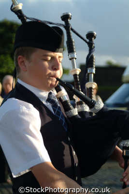 bagpiper music musicians musical arts misc. blow squeeze stirling stirlingshire scotland scottish scotch scots escocia schottland great britain united kingdom british