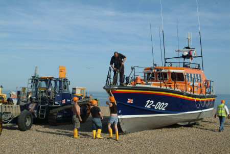 launching hastings lifeboat sequence tractor trailer arrive rnli coastguard rescue uk emergency services sussex home counties england english angleterre inghilterra inglaterra united kingdom british