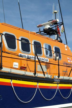 hastings lifeboat bridge rnli coastguard rescue uk emergency services sussex home counties england english angleterre inghilterra inglaterra united kingdom british