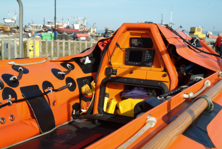 hastings rib lifeboat controls rnli coastguard rescue uk emergency services sussex home counties england english angleterre inghilterra inglaterra united kingdom british