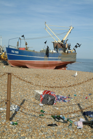 hastings beached fishing boat stade boats marine pollution sussex home counties england english angleterre inghilterra inglaterra united kingdom british