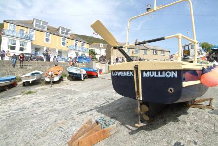 mullion harbour day fishing boats marine lizard cornwall cornish england english angleterre inghilterra inglaterra united kingdom british