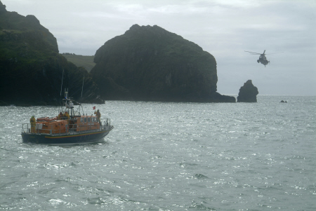lizard lifeboat lady rank sea rescue exercise wise royal navy sea-king sea king seaking helicopter rnli coastguard uk emergency services cornwall cornish england english angleterre inghilterra inglaterra united kingdom british
