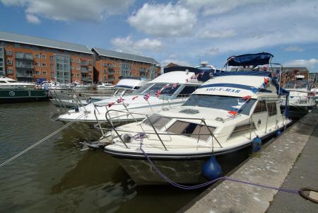moored boats gloucester docks marina uk coastline coastal environmental gloucestershire england english angleterre inghilterra inglaterra united kingdom british