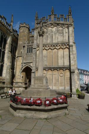 memorial parish church market place cirencester midlands towns england english gloucestershire angleterre inghilterra inglaterra united kingdom british