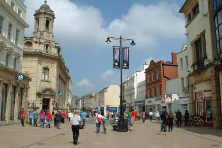 cheltenham high street midlands towns england english gloucestershire angleterre inghilterra inglaterra united kingdom british