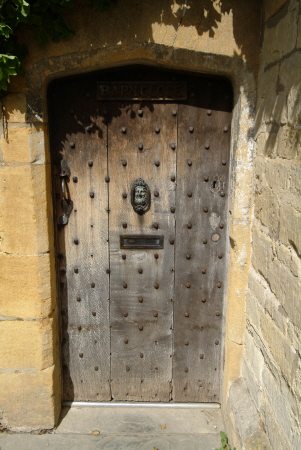 aged oak door broadway worcestershire gates abstracts gloucestershire england english angleterre inghilterra inglaterra united kingdom british