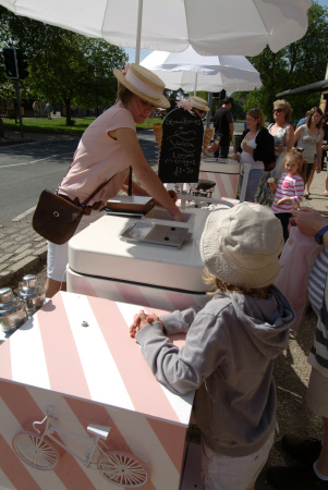 ice cream vendor broadway worcestershire midlands towns england english gloucestershire angleterre inghilterra inglaterra united kingdom british