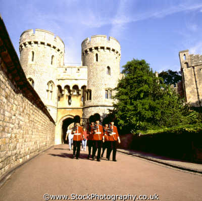 guardsmen marching windsor castle british castles architecture architectural buildings uk parade discipline royal queen residence berkshire england english angleterre inghilterra inglaterra united kingdom