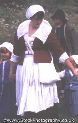 woman period dress children civil war historical britain history science misc. english enactment middlesex middx england angleterre inghilterra inglaterra united kingdom british