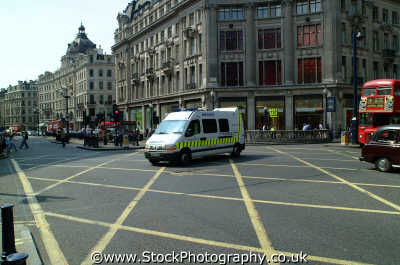 ambulance yellow zone lines centre oxford circus w1 service medical nhs healthcare uk emergency services diagonal westminster london cockney england english angleterre inghilterra inglaterra united kingdom british