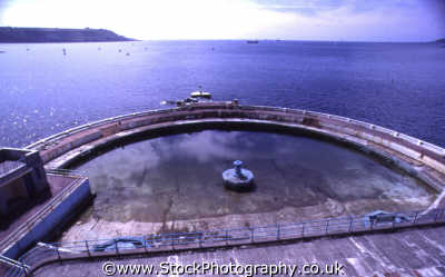 outdoor swimming pool beneath hoe plymouth south west england southwest country english uk seawater sound devon devonian angleterre inghilterra inglaterra united kingdom british