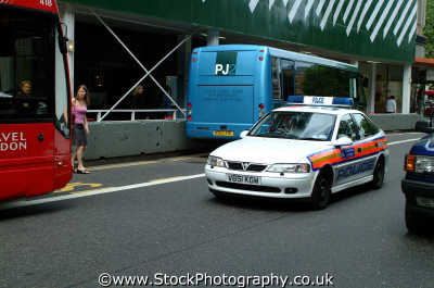 police car cops uk emergency services shout rush kensington chelsea london cockney england english angleterre inghilterra inglaterra united kingdom british