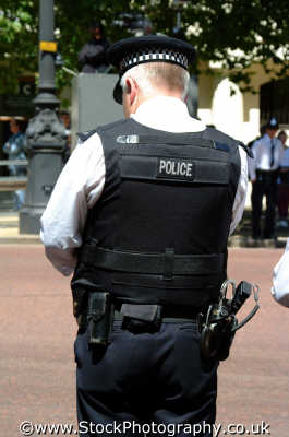armed policeman police cops uk emergency services westminster london cockney england english angleterre inghilterra inglaterra united kingdom british