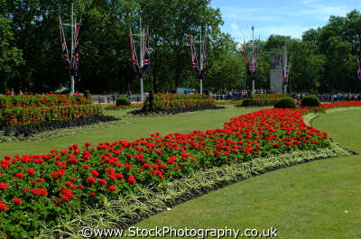 royal flower beds buckingham palace royalty queen tourism famous sights london capital england english uk pretty westminster cockney angleterre inghilterra inglaterra united kingdom british