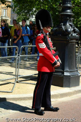 sargeant guard duty grenadiers soldiers british army armies uk military militaries pagent ceremony ceremonial westminster london cockney england english angleterre inghilterra inglaterra united kingdom