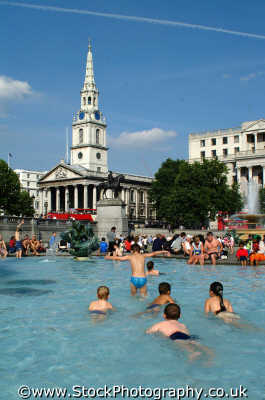 bathing trafalgar square fountains famous sights london capital england english uk bathe sun sunshine sunny hot westminster cockney angleterre inghilterra inglaterra united kingdom british