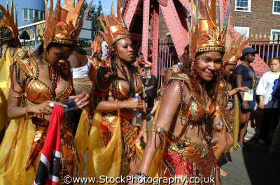 black girls costume notting hill carnival london events capital england english uk culture street colour color parade celebrate afro carribean party kensington chelsea cockney angleterre inghilterra inglaterra united kingdom british