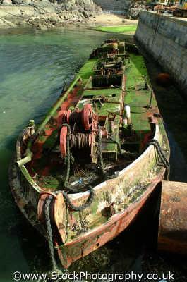 sunken barge low tide boats marine misc. algae wreck devon devonian england english angleterre inghilterra inglaterra united kingdom british