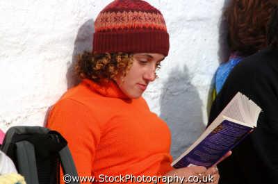 reading book leisure uk engrossed learn learning education cornwall cornish england english angleterre inghilterra inglaterra united kingdom british