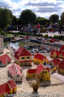 lego model houses legoland theme park uk parks amusement tourist attractions leisure berkshire england english angleterre inghilterra inglaterra united kingdom british