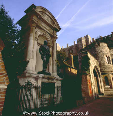 statue windsor castle british castles architecture architectural buildings uk middlesex middx england english angleterre inghilterra inglaterra united kingdom