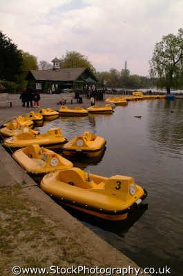 pedaloes regents park london parks capital england english uk boting lake camden cockney angleterre inghilterra inglaterra united kingdom british