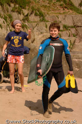 beach babe pointing body boarder boyfriend watersports aquatic sports sporting uk bodyboarding wetsuits boards devon devonian england english angleterre inghilterra inglaterra united kingdom british