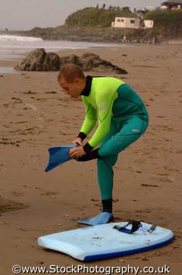 body boarder putting fins watersports aquatic sports sporting uk bodyboarding wetsuits boards devon devonian england english angleterre inghilterra inglaterra united kingdom british