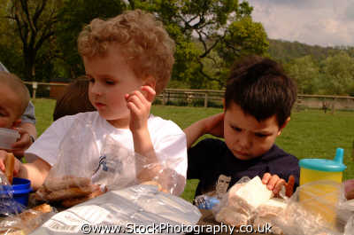 boys picnic male child males masculine manlike manly manful virile mannish people persons sandwiches dine dinner england english angleterre inghilterra inglaterra united kingdom british