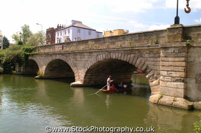 punting folly bridge oxford uk bridges rivers waterways countryside rural environmental thames riverside oxfordshire home counties england english angleterre inghilterra inglaterra united kingdom british
