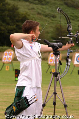 young archer archery sports sporting uk arrows target bow cornwall cornish england english angleterre inghilterra inglaterra united kingdom british