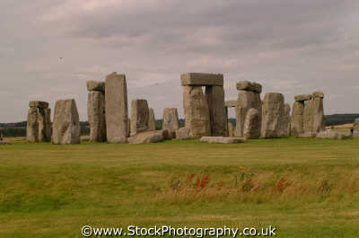 stonehenge horseshoe trilithons south barrow neolithic tourist attractions england english uk prehistoric druids pagan worship solstice megalithic archeology astronomy monuments mystery wiltshire wilts angleterre inghilterra inglaterra united kingdom british