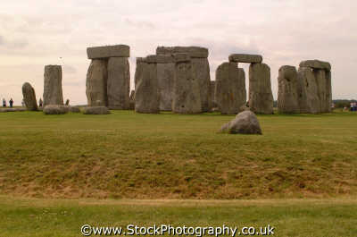 stonehenge slaughter stone neolithic tourist attractions england english uk prehistoric druids pagan worship solstice megalithic archeology astronomy monuments mystery wiltshire wilts angleterre inghilterra inglaterra united kingdom british