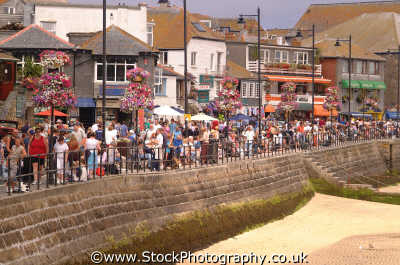 st ives crowds seafront uk coastline coastal environmental sea seashore waterfront bathing sands strand cornish cornwall england english angleterre inghilterra inglaterra united kingdom british