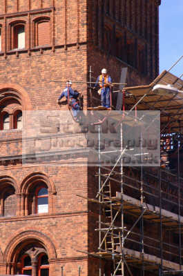 men scaffolding birkenhead liverpool north west northwest england english uk construction builders merseyside scouse angleterre inghilterra inglaterra united kingdom british