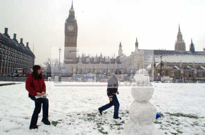 building snowman parliament square big ben famous sights london capital england english uk winter weather westminster cockney angleterre inghilterra inglaterra united kingdom british