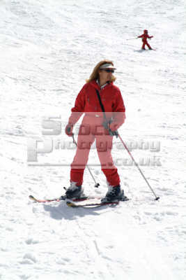 skiers val isere french alps skiing skiiers south european travel snow alpine rhône-alpes rhône alpes rhônealpes france la francia frankreich europe italy italian