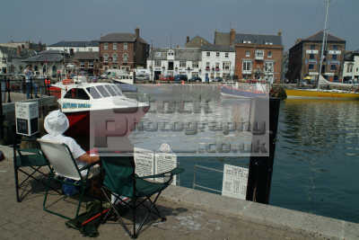 holidaymakers weymouth harbour harbor uk coastline coastal environmental dorset england english angleterre inghilterra inglaterra united kingdom british