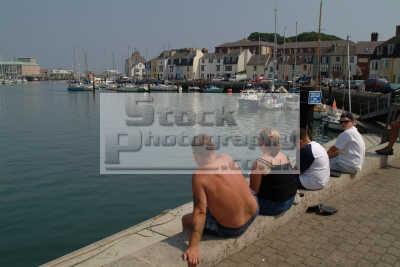 holidaymakers weymouth harbour south west england southwest country english uk dorset angleterre inghilterra inglaterra united kingdom british