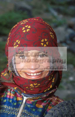 young girl zefar village yemen girls female children kids juveniles infants females feminine womanlike womanly womanish effeminate ladylike people persons head cover smilling africa yemeni
