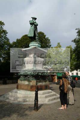 john howard statue bedford uk statues british architecture architectural buildings bedfordshire beds england english angleterre inghilterra inglaterra united kingdom
