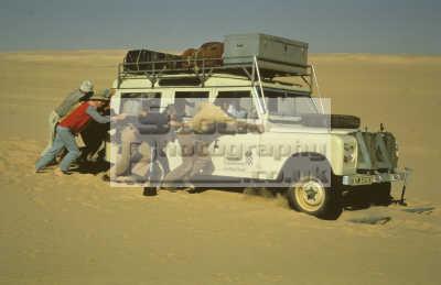 series iii land rover station wagon pushed stuck sand tnr desert fachi bilma niger sahara desert. ladders used. african travel adventure trekking africa