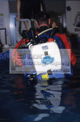 bsac try rebreather session dr ger dolphin semi-closed semi closed semiclosed circuit dive 2003 national exhebition centre nec birmingham uk training divers diving people scuba underwater marine equipment england english angleterre inghilterra inglaterra united kingdom british