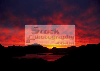 skyscape applecross scotland countryside rural environmental uk chomraich sunrise dawn morning sky red loch scottish scotch scots escocia schottland united kingdom british